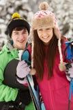 Dos adolescentes el día de fiesta del esquí Imágenes de archivo libres de regalías