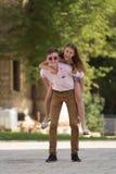 Dos adolescentes jovenes Imagen de archivo