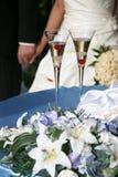 Dos adornaron el vidrio del champán de la boda Fotografía de archivo libre de regalías