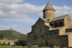 Dos agains cada uno de los templos encima en las montañas foto de archivo libre de regalías