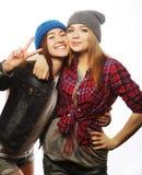 Dos amigos de chica joven que se divierten Imagen de archivo libre de regalías
