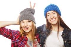 Dos amigos de chica joven que se divierten Foto de archivo libre de regalías