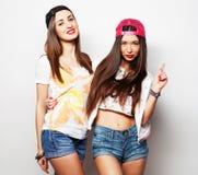 Dos amigos de la chica joven Imagenes de archivo