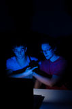 Dos amigos en webcam Imagen de archivo