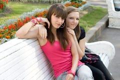Dos amigos femeninos Imágenes de archivo libres de regalías