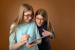 Dos amigos jovenes adolescentes Fotografía de archivo