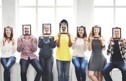 Dos amigos ocasionais dos povos da diversidade conceito de sorriso Foto de Stock