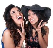Dos amigos que ríen nerviosamente Imágenes de archivo libres de regalías