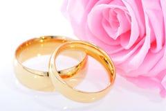 Dos anillos con subieron Fotografía de archivo