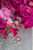 Dos anillos de bodas Imagen de archivo libre de regalías