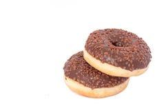 Dos anillos de espuma del chocolate con asperjan Aislado en un fondo blanco Foto de archivo