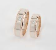 Dos anillos de oro Fotos de archivo