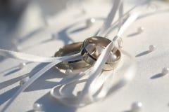 Dos anillos elegantes espléndidos Fotografía de archivo