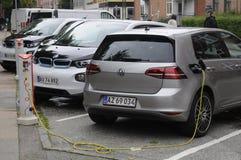 Dos auto eléctrico alemán _VW y BMW Imagen de archivo