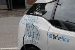 Dos auto eléctrico alemán _VW y BMW Fotos de archivo libres de regalías