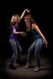 Dos bailarines de las muchachas en obscuridad Imagen de archivo libre de regalías