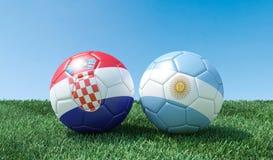 Dos balones de fútbol en colores de las banderas stock de ilustración
