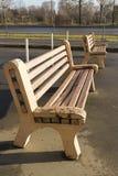 Dos bancos de madera en el parque Fotografía de archivo libre de regalías
