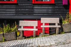 Dos bancos de piedra en la calle en Bergen Imagen de archivo