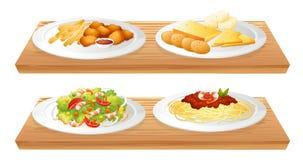 Dos bandejas de madera con cuatro placas por completo de comidas Imagen de archivo