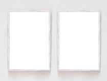 Dos banderas en blanco con el marco de madera en el yeso emparedan el fondo libre illustration