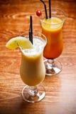 Dos bebidas con sabor a fruta del coctel Imagen de archivo