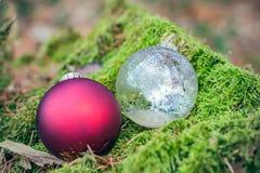 Dos bolas de la Navidad Foto de archivo libre de regalías