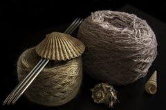 Dos bolas de lanas Fotos de archivo libres de regalías