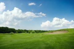 Dos bolas en el campo de golf verde, nadie imagen de archivo