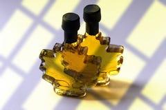 Dos botellas del jarabe de arce Fotografía de archivo libre de regalías