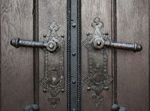 Dos botones de puerta viejos imagen de archivo