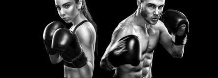 Dos boxeadores de los sportsmans en fondo negro Copie el espacio Concepto del deporte Imagen de archivo libre de regalías
