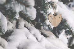 Dos brinquedos de madeira sob a forma do coração Imagem de Stock Royalty Free