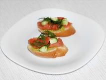 Dos bruschettas con los salmones Foto de archivo libre de regalías