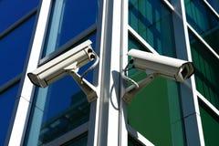 Dos cámaras de seguridad Imágenes de archivo libres de regalías