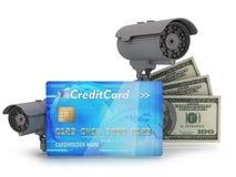 Dos cámaras de seguridad, tarjetas de crédito y billetes de dólar Imágenes de archivo libres de regalías