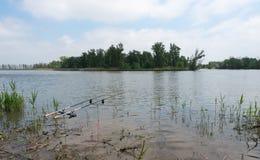 Dos cañas de pescar con los detectores Imagen de archivo