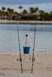 Dos cañas de pescar en la playa Foto de archivo