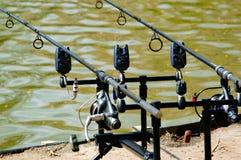 Dos cañas de pescar en un tenedor de barra Imágenes de archivo libres de regalías