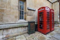 Dos cabinas de teléfonos rojas Imagen de archivo libre de regalías