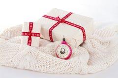 Dos cajas de regalo en el fondo blanco Fotografía de archivo