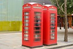 Dos cajas rojas del teléfono Foto de archivo