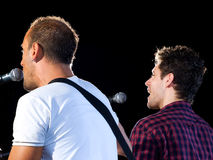 Dos cantantes imagen de archivo libre de regalías