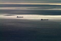 Dos cargces en el océano Imágenes de archivo libres de regalías