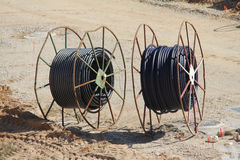 Dos carretes de cable grandes Fotos de archivo