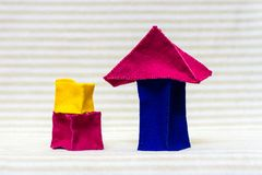 Dos casas del ladrillo del juguete Imágenes de archivo libres de regalías