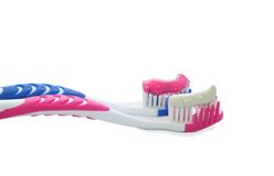 Dos cepillos de dientes aislados. Imagenes de archivo
