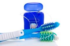 Dos cepillos de dientes y seda dental Fotos de archivo libres de regalías