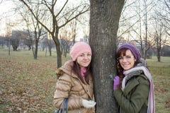 Dos chicas jóvenes fotografía de archivo