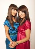 Dos chicas jóvenes atractivas Fotografía de archivo libre de regalías